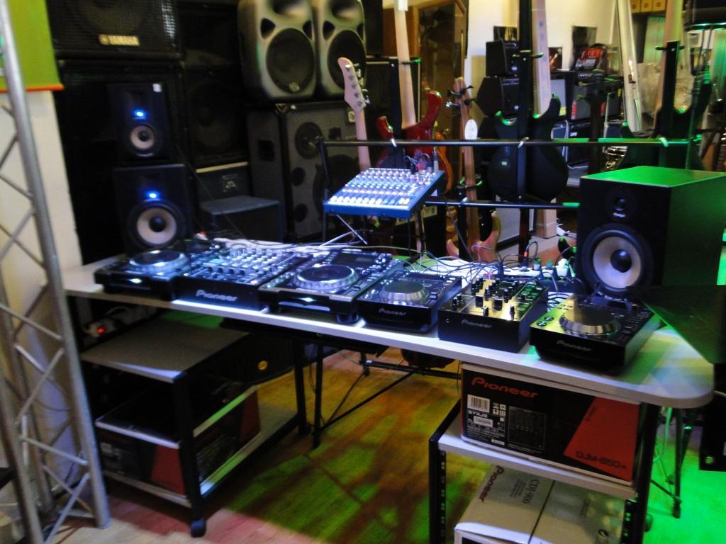 Bonnes Affaires :  sono DJ lights